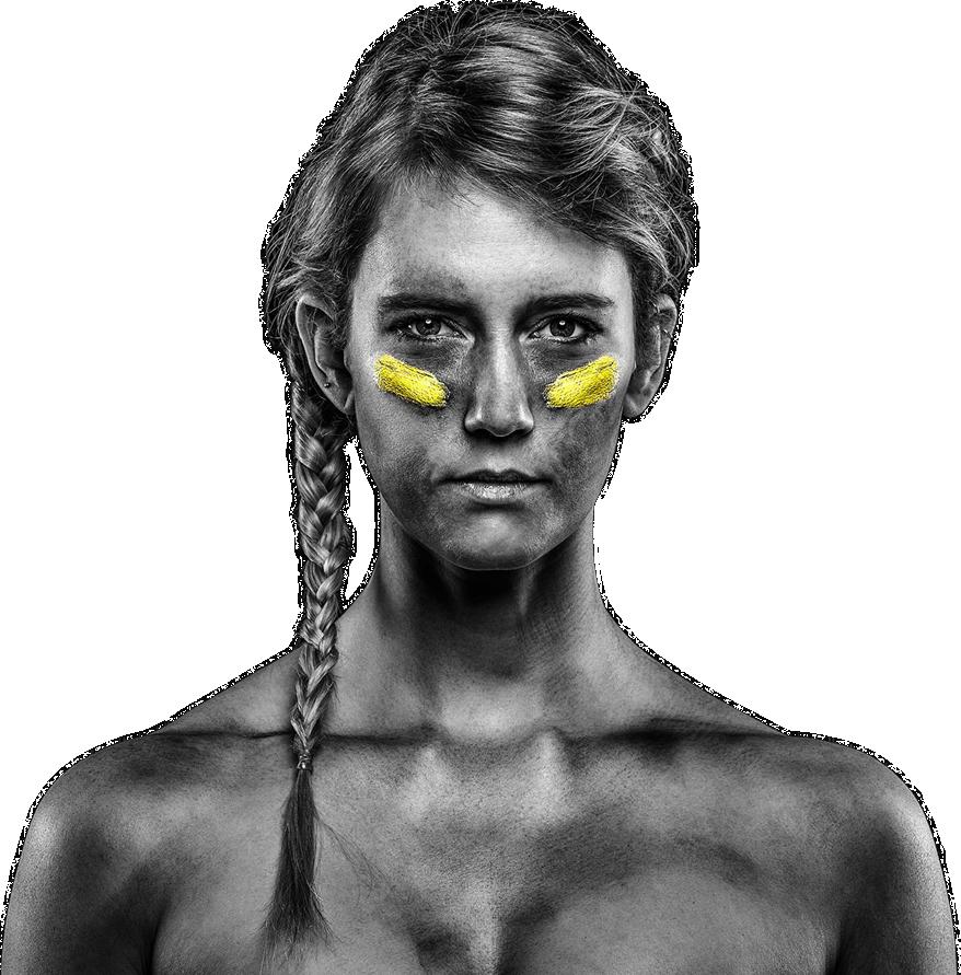 photo noir et blanc femme marque sur le visage jaune